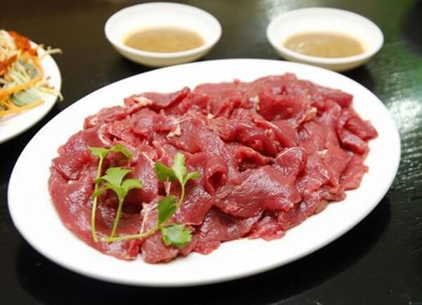 Sơ chế thịt làm bò nhúng dấm
