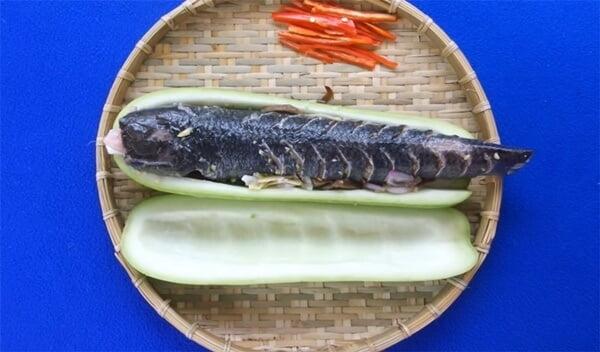 Hấp món cá lóc hấp bầu