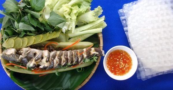 Thưởng thức món cá lóc hấp bầu