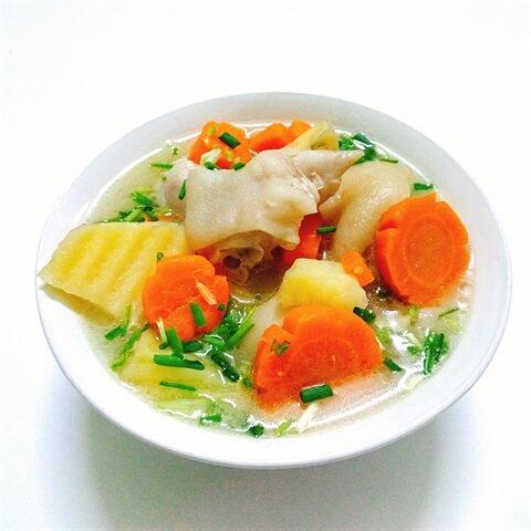 Móng giò hầm