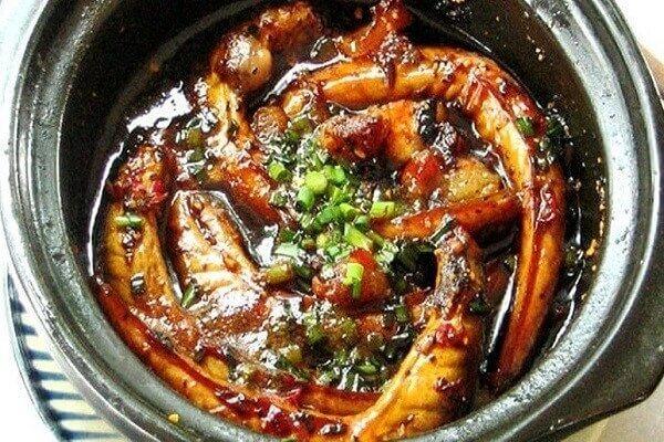 Hoàn thành món cá bống kho tiêu