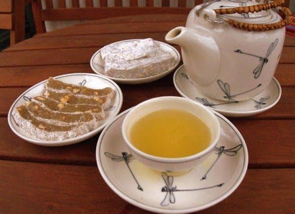 Chè lam chỉ nên ăn ít và kết hợp với trà xanh